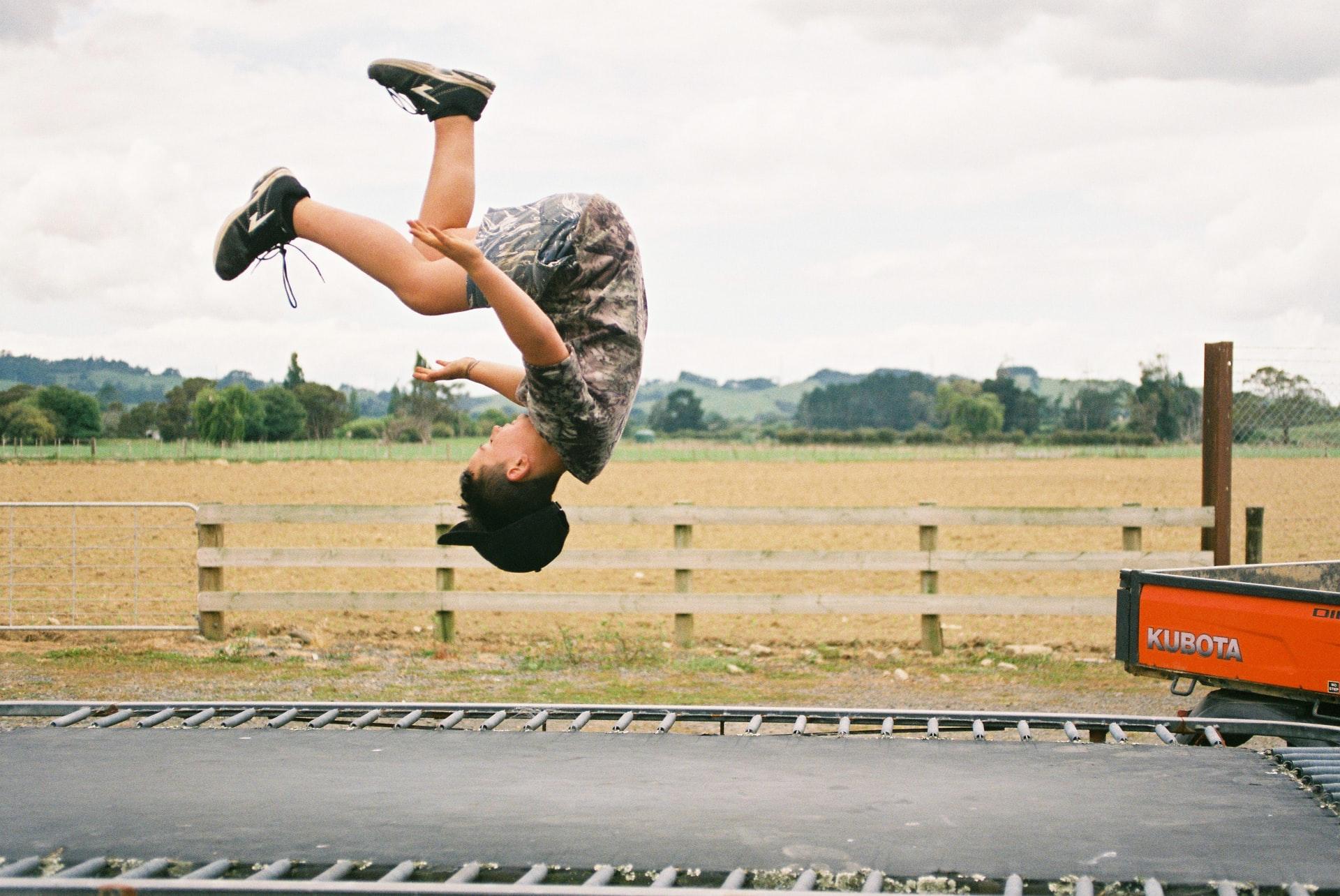 Deze spieren train je tijdens het trampolinespringen!
